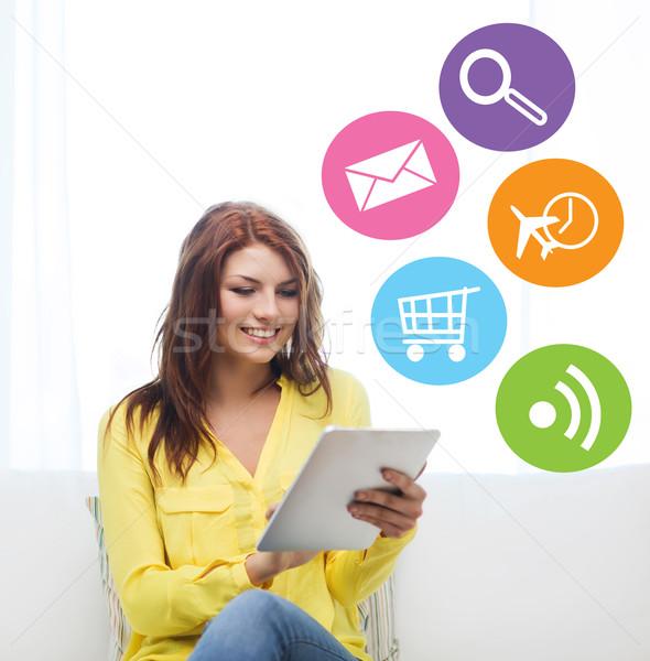 Glimlachende vrouw computer home mensen technologie Stockfoto © dolgachov