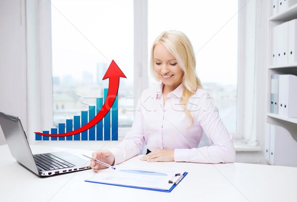 Mosolyog üzletasszony laptop papírok üzletemberek statisztika Stock fotó © dolgachov