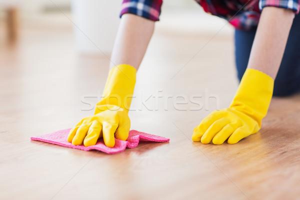 Közelkép nő rongy takarítás padló otthon Stock fotó © dolgachov