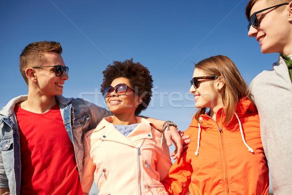 счастливым друзей говорить улице туризма Сток-фото © dolgachov