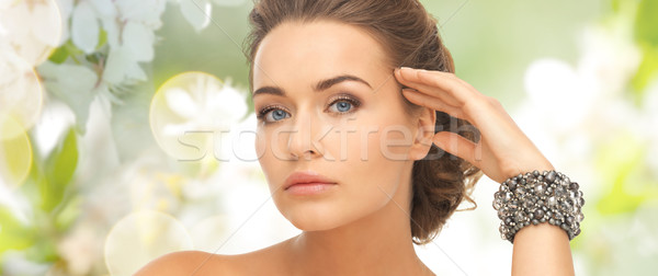 Femeie frumusetea naturala lux oameni concediu bijuterii Imagine de stoc © dolgachov