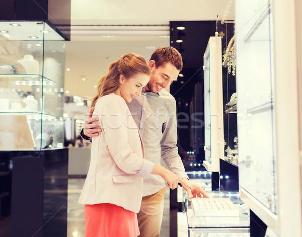 Boldog pár választ eljegyzési gyűrű bevásárlóközpont vásár Stock fotó © dolgachov