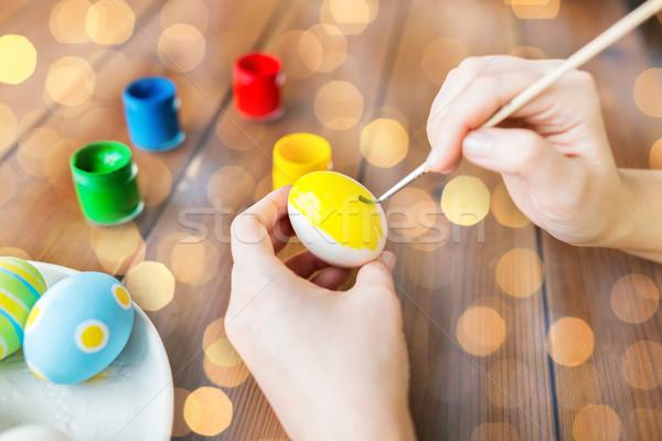 женщину рук пасхальных яиц Пасху праздников Сток-фото © dolgachov