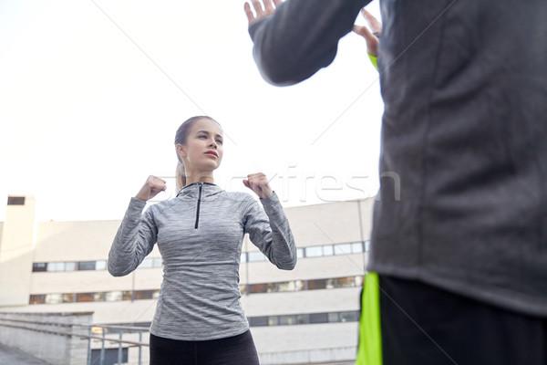 женщину тренер забастовка фитнес Сток-фото © dolgachov