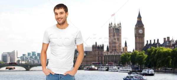 Heureux homme blanche tshirt Londres ville Photo stock © dolgachov