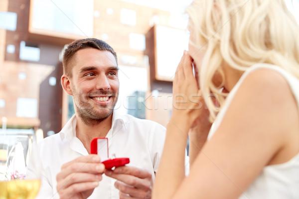 Homme bague de fiançailles proposition femme amour Photo stock © dolgachov