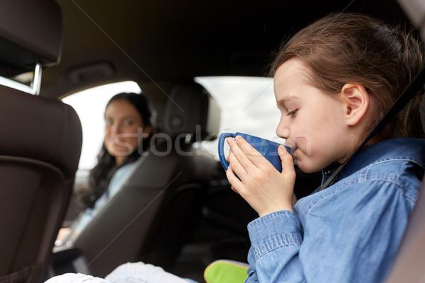 Foto d'archivio: Bambina · guida · auto · bere · Cup · famiglia