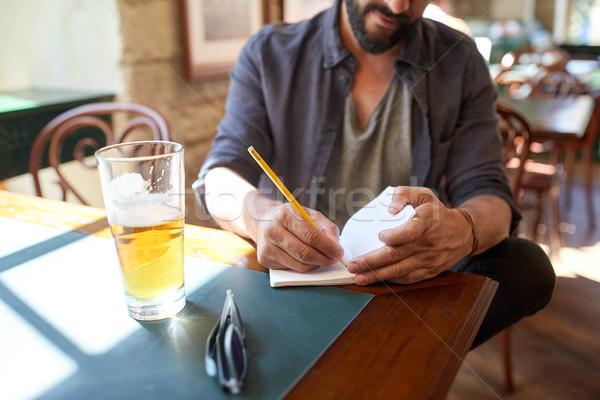человека пива ноутбук Паб люди Сток-фото © dolgachov