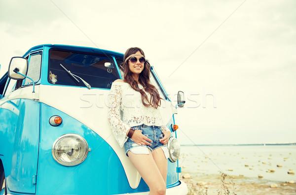 Sonriendo jóvenes hippie mujer coche Foto stock © dolgachov