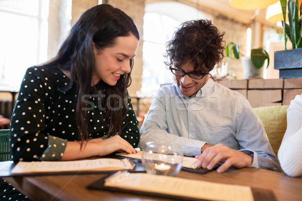 幸せ 友達 見える メニュー レストラン 人 ストックフォト © dolgachov