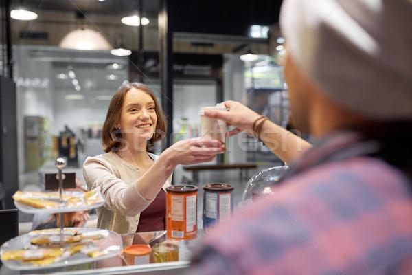 Gelukkig vrouw koffiekopje verkoper cafe Stockfoto © dolgachov