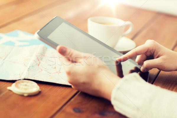 Reisenden Hände Karte Urlaub Stock foto © dolgachov