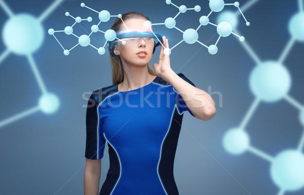 Vrouw virtueel realiteit 3d-bril moleculen wetenschap Stockfoto © dolgachov
