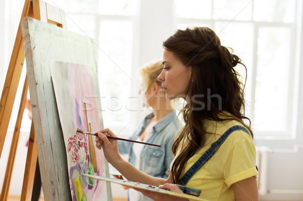 Kobieta sztaluga malarstwo sztuki szkoły studio Zdjęcia stock © dolgachov