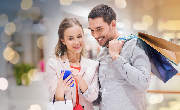 Couple smartphone Mall vente Photo stock © dolgachov