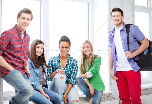 Grup Öğrenciler okul eğitim kadın mutlu Stok fotoğraf © dolgachov
