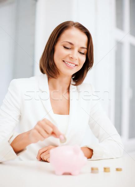 Foto stock: Mulher · moeda · piggy · bank · negócio · dinheiro