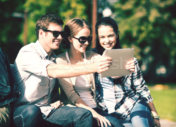 Tinédzserek elvesz fotó kívül nyár internet Stock fotó © dolgachov