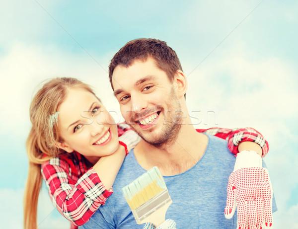 Sorridente casal coberto pintar paint brush reparar Foto stock © dolgachov