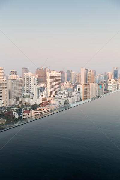 Oneindigheid rand zwembad Bangkok stad Stockfoto © dolgachov