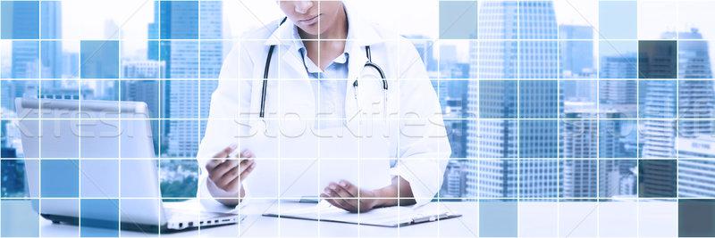 Női orvos laptop pc néz papír Stock fotó © dolgachov