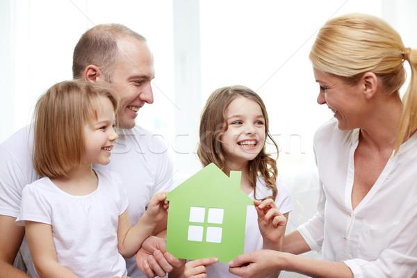 Sonriendo padres dos niñas nuevo hogar familia Foto stock © dolgachov