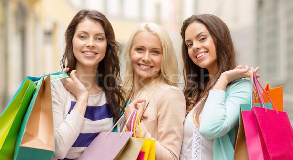 Stock fotó: Három · mosolyog · lányok · bevásárlótáskák · vásárlás · vásár