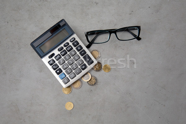 Calculator bril euro munten tabel financieren Stockfoto © dolgachov