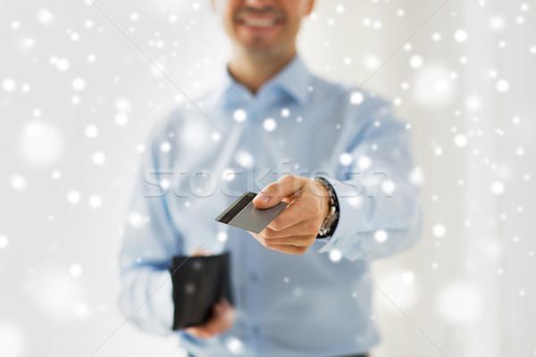 Közelkép férfi tart pénztárca hitelkártya emberek Stock fotó © dolgachov