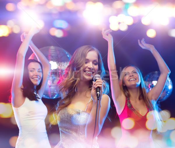 Feliz mujeres cantando karaoke baile fiesta Foto stock © dolgachov