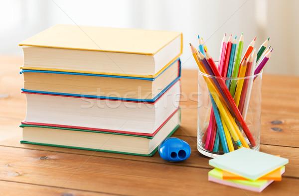 Giz de cera cor lápis livros educação Foto stock © dolgachov
