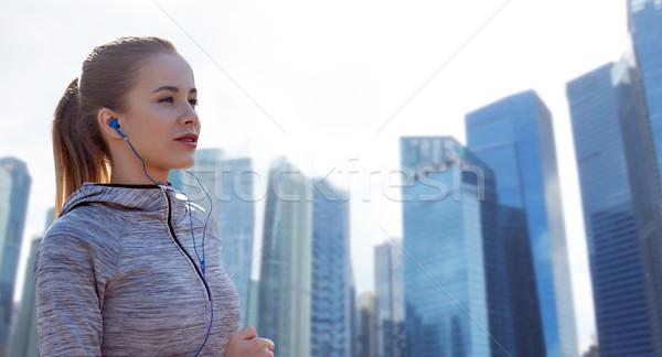 Boldog nő fülhallgató fut város fitnessz Stock fotó © dolgachov