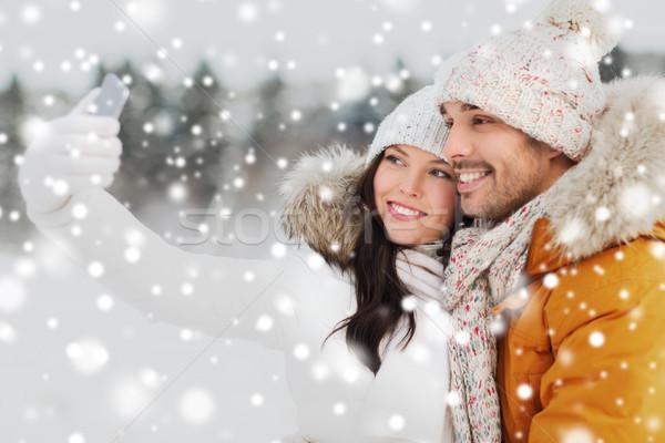 Boldog pár elvesz okostelefon tél emberek Stock fotó © dolgachov