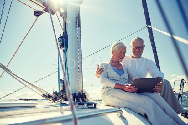 Pareja de ancianos vela barco yate vela Foto stock © dolgachov