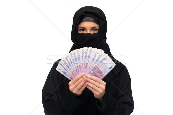 Muszlim nő hidzsáb pénz fehér pénzügyek Stock fotó © dolgachov