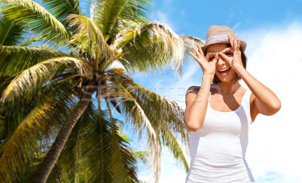 Boldog fiatal nő kalap nyár tengerpart ünnepek Stock fotó © dolgachov