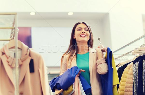 Felice vestiti mall vendita Foto d'archivio © dolgachov