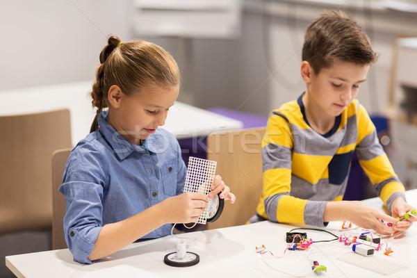 Szczęśliwy dzieci budynku szkoły Zdjęcia stock © dolgachov