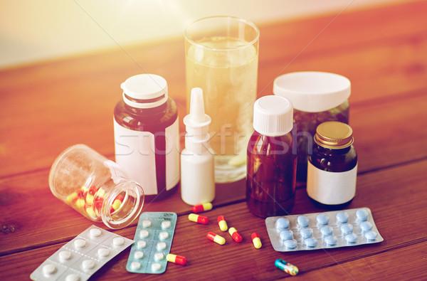 Gyógyszer drogok fa asztal egészségügy gyógyszeripari tabletták Stock fotó © dolgachov