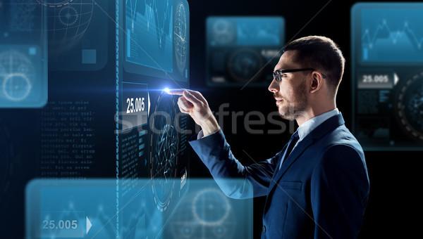üzletember dolgozik táblázatok virtuális képernyő üzletemberek Stock fotó © dolgachov