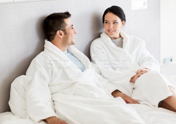 Gelukkig paar bed home hotelkamer mensen Stockfoto © dolgachov