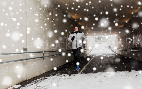 Felice uomo esecuzione metropolitana tunnel inverno Foto d'archivio © dolgachov