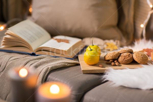 Citroenen boek amandel cookies sofa Stockfoto © dolgachov