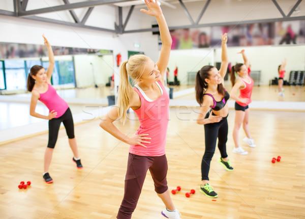 Stockfoto: Groep · glimlachend · vrouwen · gymnasium · fitness
