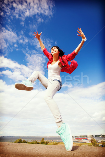 Bella dancing ragazza jumping sport urbana Foto d'archivio © dolgachov