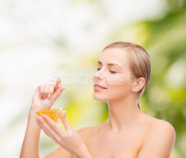 женщину Омега-3 Витамины здравоохранения красоту лице Сток-фото © dolgachov