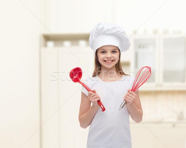 Sonriendo nina cocinar sombrero cucharón batidor Foto stock © dolgachov