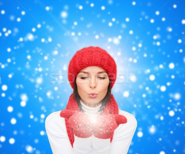 Stok fotoğraf: Gülen · genç · kadın · kış · elbise · mutluluk · tatil