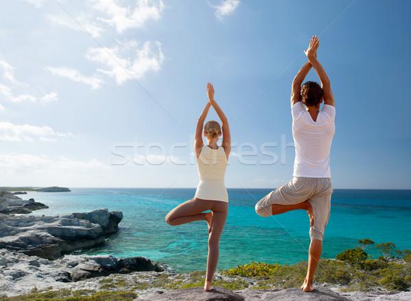 Foto stock: Casal · ioga · praia · de · volta · fitness