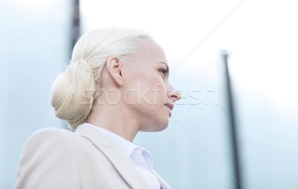 Foto stock: Jovem · empresária · prédio · comercial · pessoas · de · negócios · educação · mulher